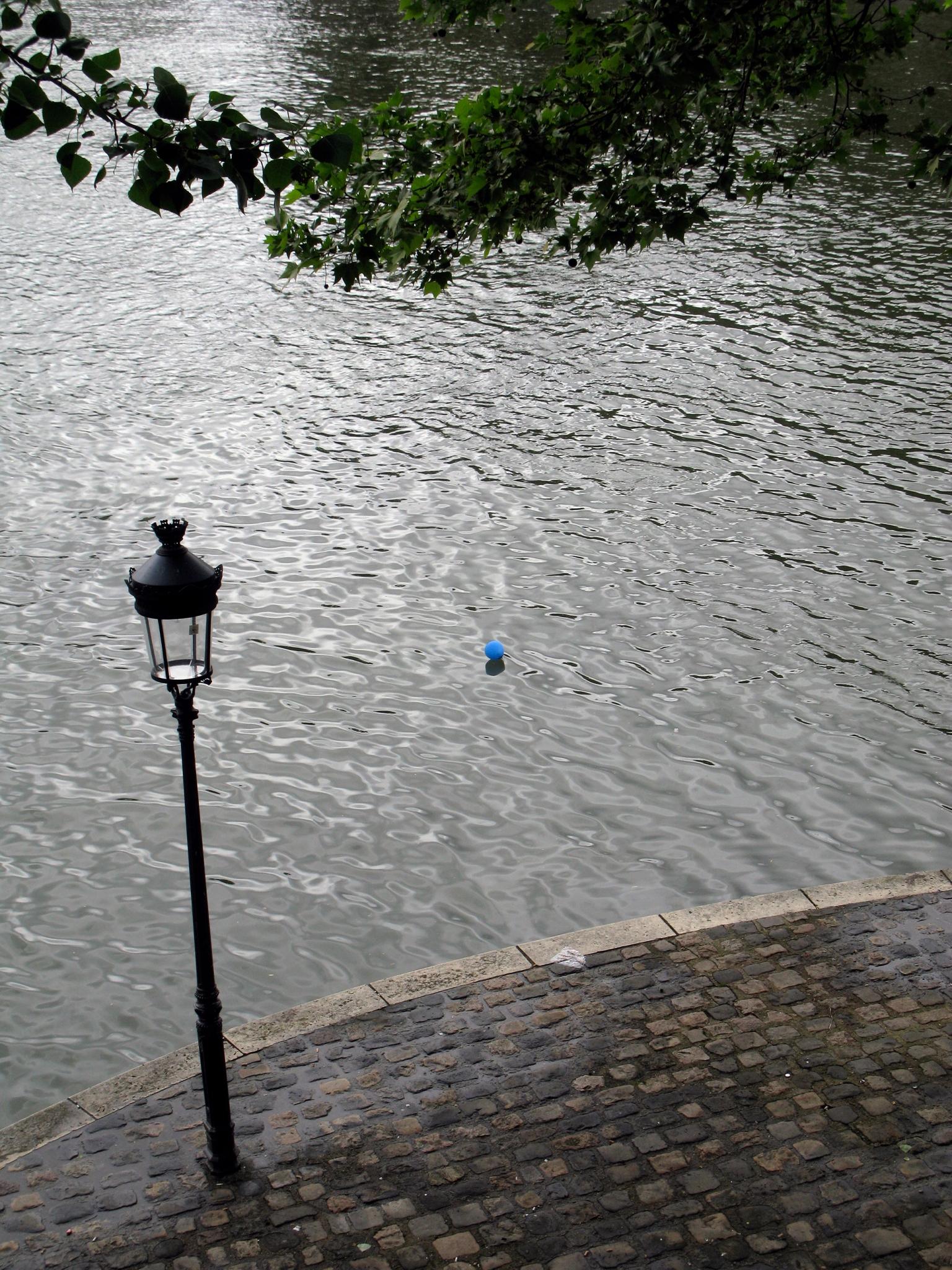 Blue Baloon on the Seine, Ile St. Louis, Paris 4˚